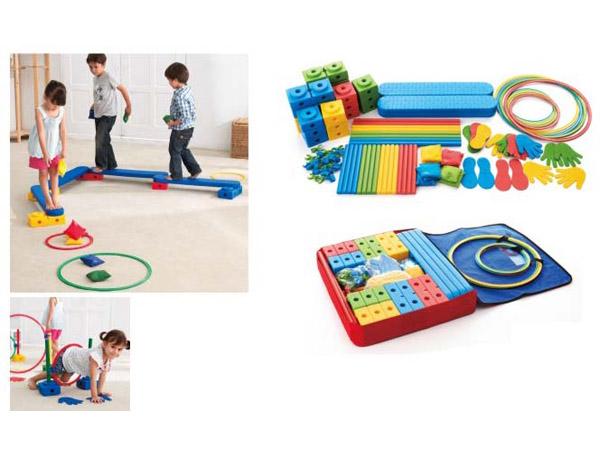 Verskeidenheid aktiwiteitskombinasie lig genoeg vir kinders om saam met vriende of ouers 'n speletjie saam te neem en te speel
