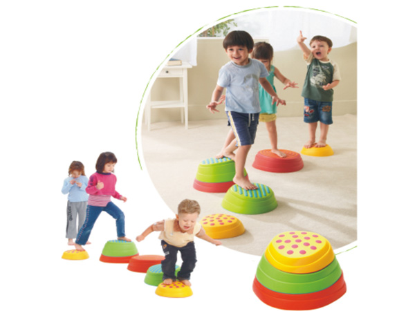 Kleurvolle aantreklike rivierklipvoetsteen vir kinders om balans te hou en voetmassering