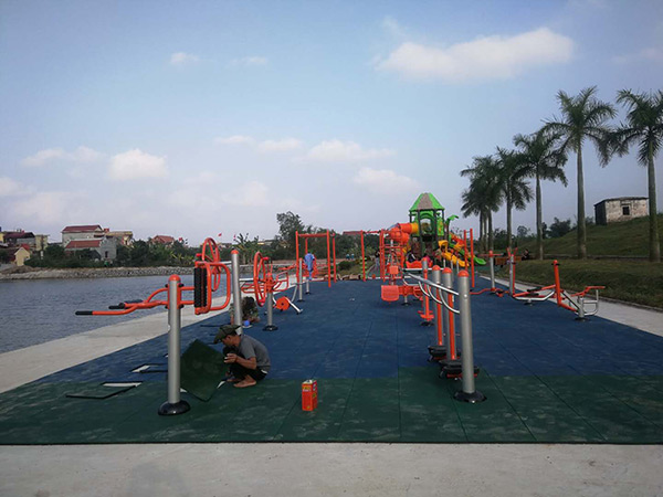Outdoor playground rubber mat for children to play safety