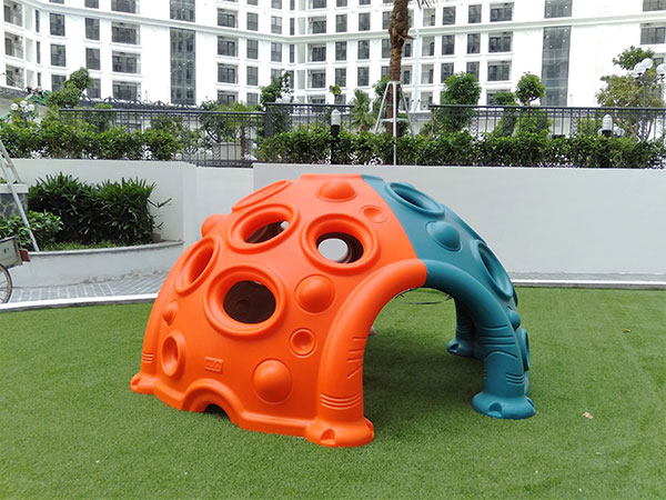 Plastic dome climber for kids to climb and hide in outdoor playground